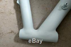 Aluminium Rennradrahmen, 700c, 56cm, verschliffene Nähte, roh, grundiert, NOS